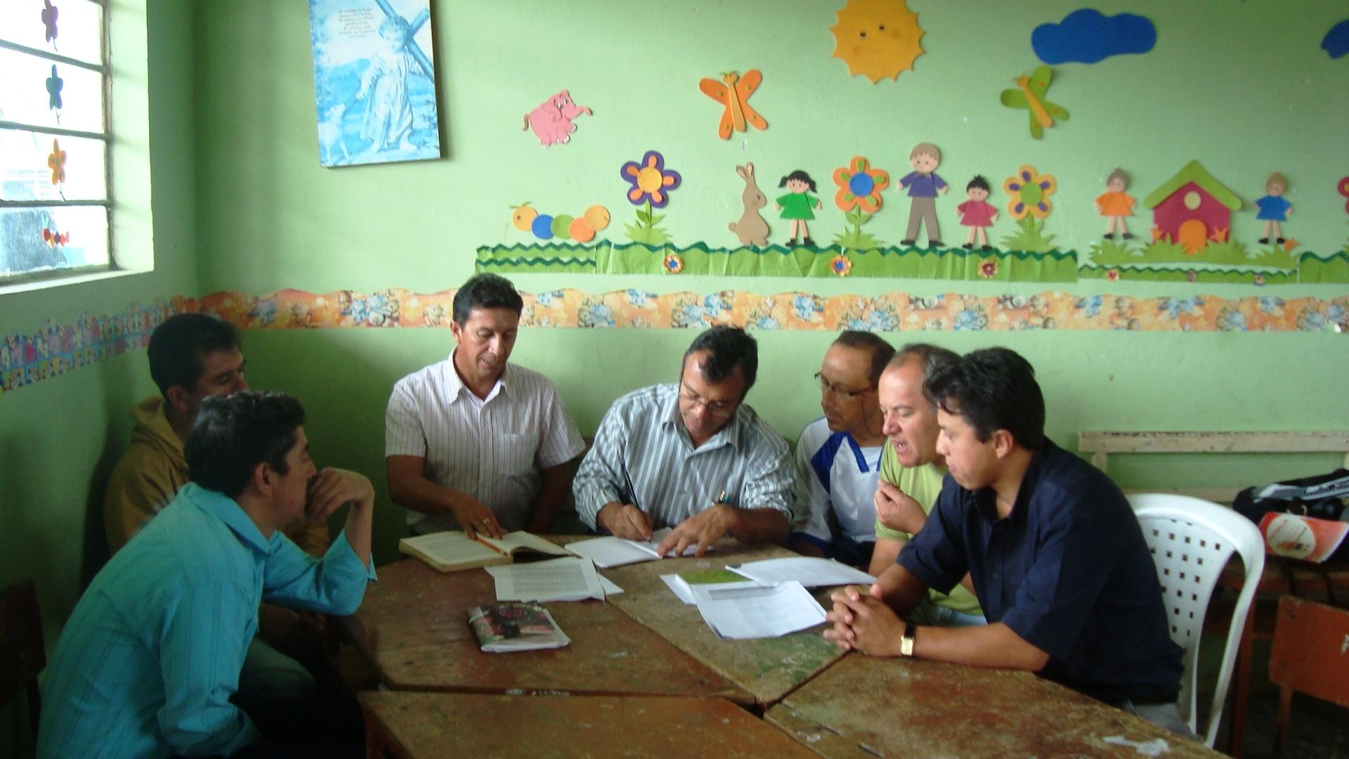 Docentes escuelas secretar 205 a aprueba 24 programas de for Docentes en el exterior 2016